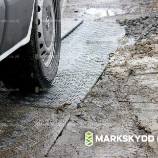 IMG_1439 Lerig körväg muddy drive small_logo