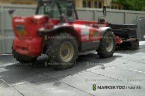 traktor på byggarbetsplats markskydd_logo
